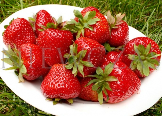 Strawberry Makrat fruits on a plate