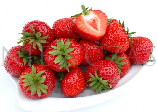 Strawberries of Panon on a plate, with one fruit cutted