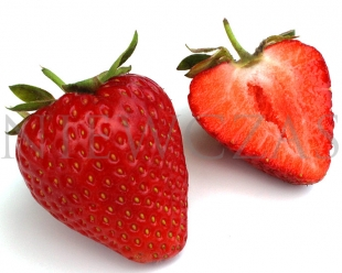 Cut strawberry fruit of the Grandarosa variety
